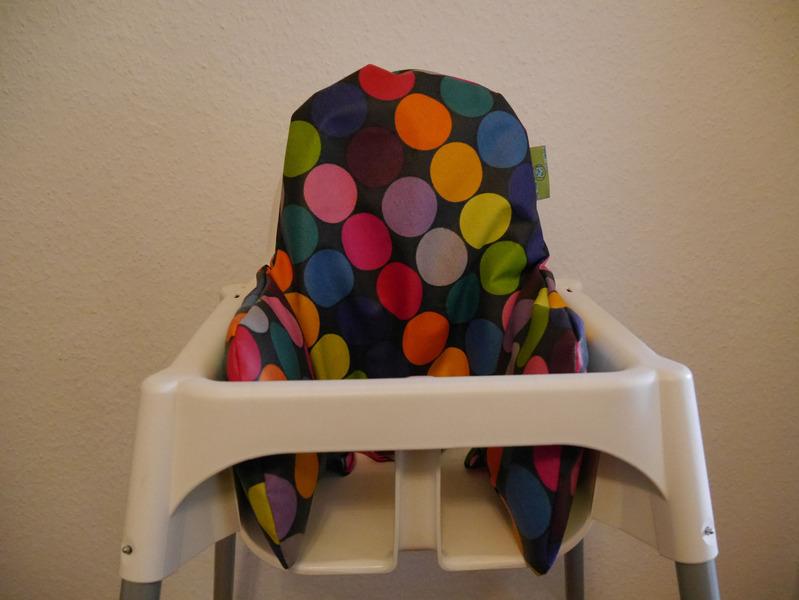 sitzverkleinerer bezug ikea hochstuhl abwaschbar punkte schwarz bunt. Black Bedroom Furniture Sets. Home Design Ideas